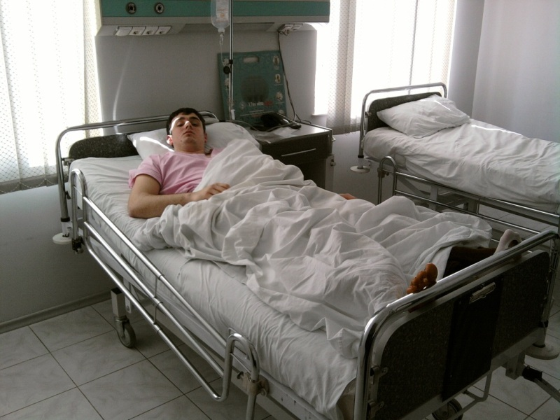 Операция на Мениск Коленки...Dizin meniski qopmushdur.